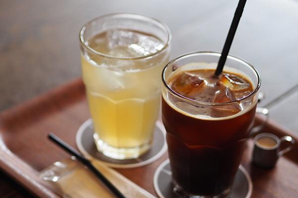 自家製ジンジャーエールとアイスコーヒー