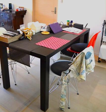 ダイニングテーブルのビフォー写真:モノが出しっ放し