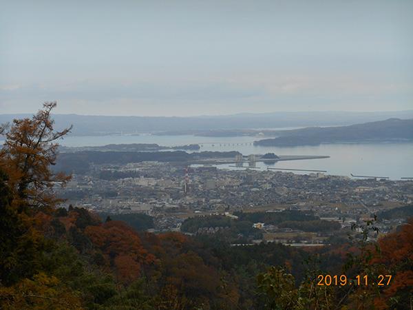 七尾城からの七尾市街と富山湾の眺望