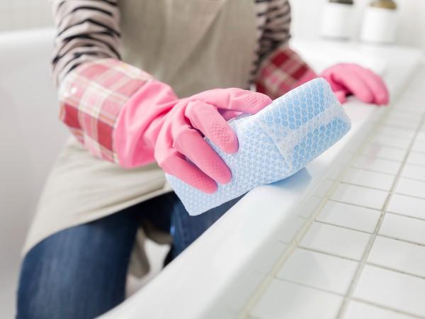 お風呂の青い汚れを落とす方法