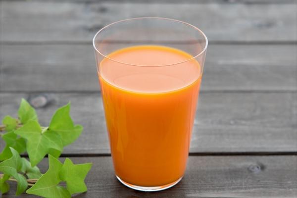 ベジファーストパウダーを市販の野菜ジュースに入れて飲む方法