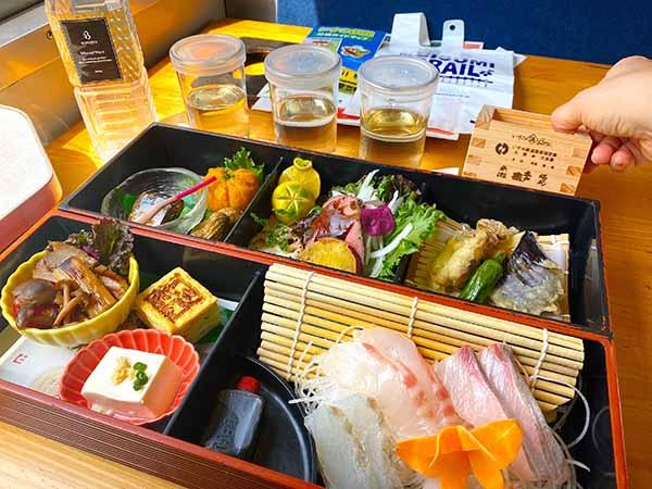 日本酒3種と豪華な料理