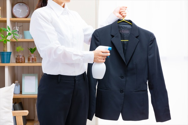 日常生活でできる静電気対策は?洋服の素材や湿度に注意