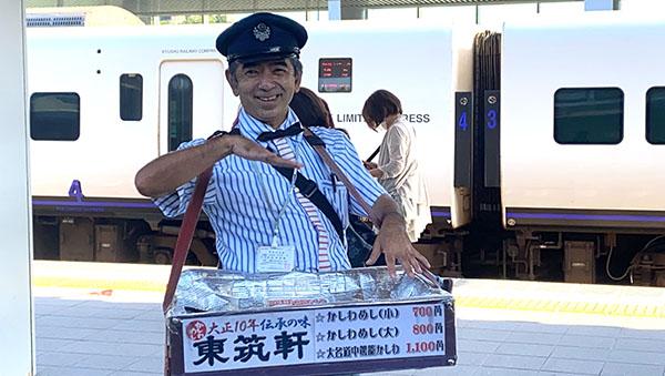 折尾駅で駅弁立売をされている小南さん