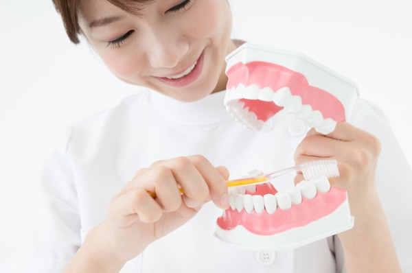 若々しい口元を保つには、歯と歯ぐきのケアが大切