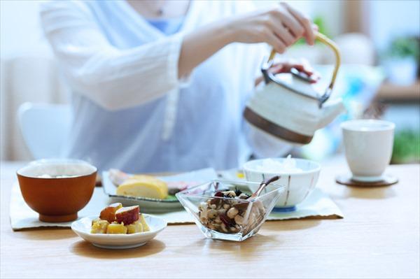 緑茶を多く飲む人ほど血中コレステロール値が低い!