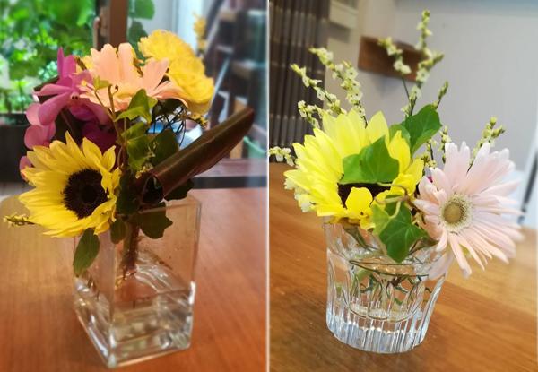 左が届いたときの状態。右は1週間後、元気な花だけ挿しなおし