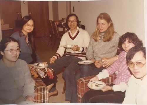 向かって右から、アレックス・チュウ、アレックスの従妹、アレックス夫人ジャネット、ジェームズ・ライ、その夫人イェンキン、ヨーコ(私)