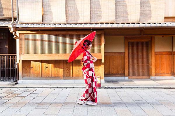 特に日本人に小股歩きがおすすめな理由
