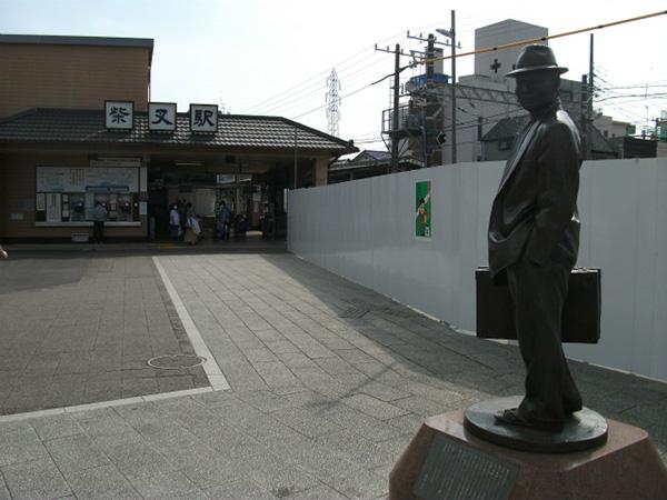 柴又駅前 フ-テンの寅さん像