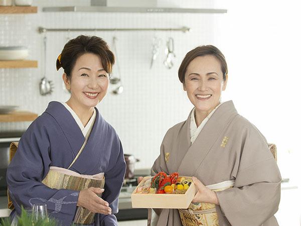 フリーアナウンサーの服部恭子さんと近藤典子さん