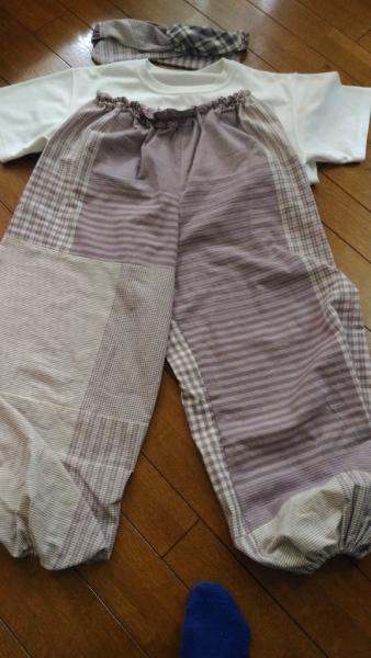 毎年作っているパンツ。今年はターバンとおそろいの布で作ってみました