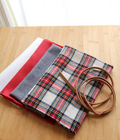 かわいいチェック柄のシンプルなバッグ