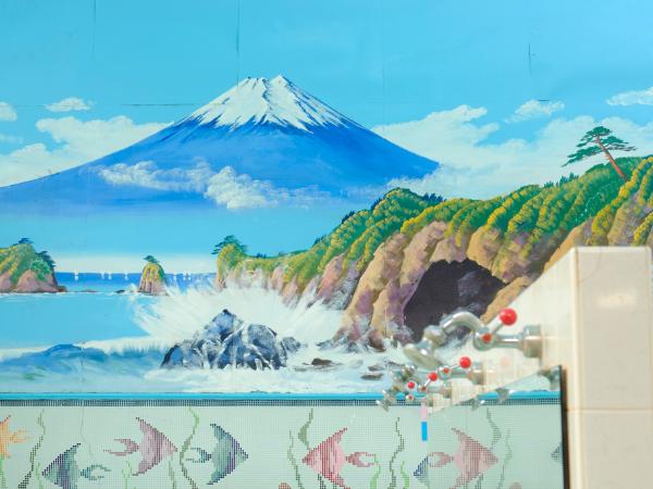 銭湯の壁に富士山が描かれている理由