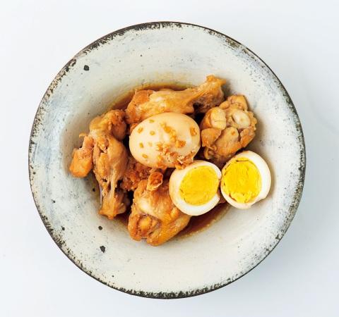 ゆで卵と鶏手羽元のニンニクしょうゆ煮