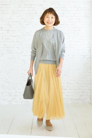 OKコーデ:スカートの色を変えると一気にあか抜け、表情も明るく!