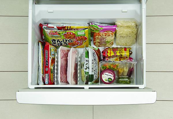 冷凍庫は仕切りを入れて縦置き