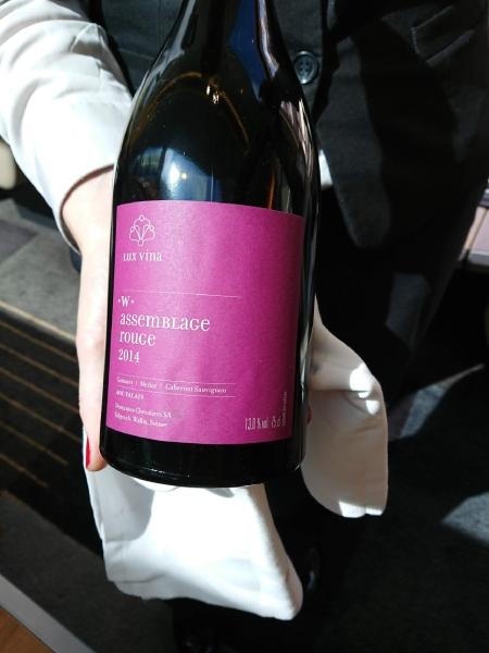 スイスのお肉にはスイスの赤ワイン、これがまたよく合う!