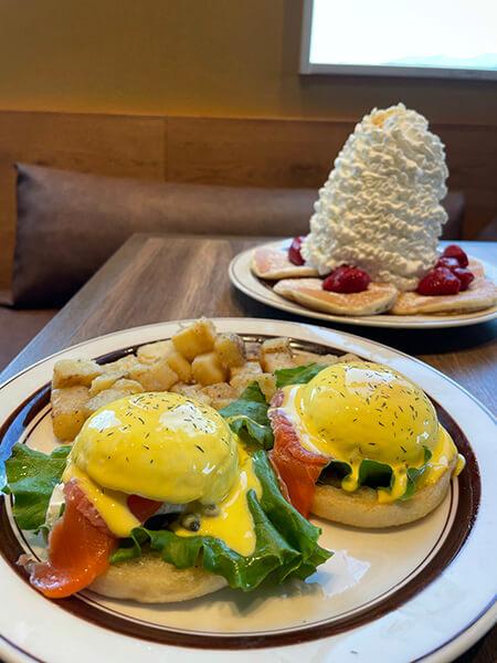 朝食は「Eggs'nThings(エッグスンシングス)」のパンケーキ