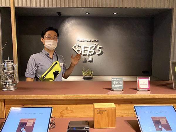 出迎えてくださった総支配人の宮越俊輔さん