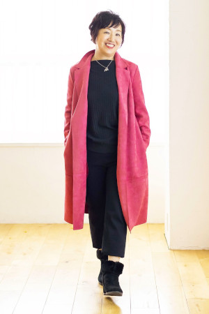 OKコーデ:華やかなカラーコート