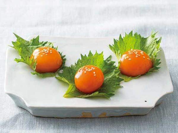 冷凍卵の黄身のしょうゆ漬け