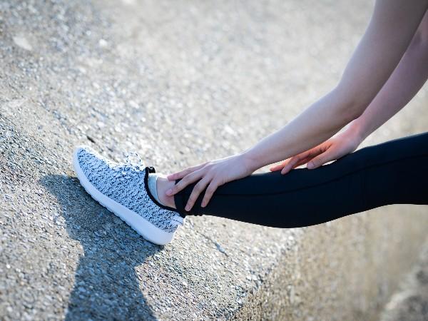 急に走ると起こる、足のかゆみの正体は?