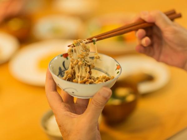 納豆を食べるのは朝がいい?それとも夜?