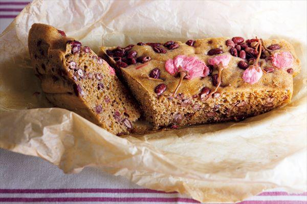 お花見におすすめのおやつレシピ:黒糖あずき桜蒸しパン