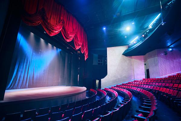 お芝居の基礎を学ぶために「演劇」を勉強中