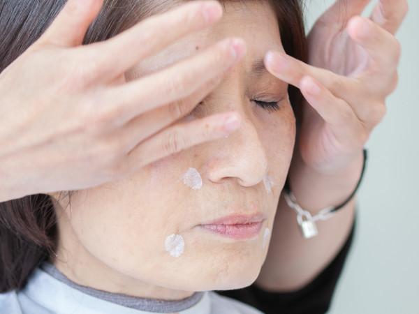 イメチェンのポイント4:下地で顔のトーン差を埋める