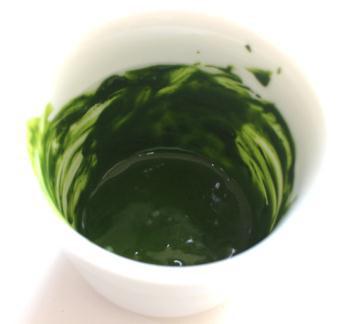 抹茶アートの楽しみ方・手順1:抹茶絵の具を作る