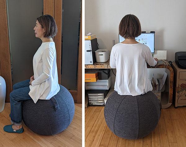 椅子の代わりにシーティングボールに座って仕事