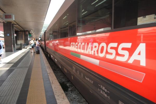 イタリアの高速鉄道でスパークリングワインのサービスを堪能