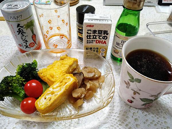朝食は、ミニトマトと蒸したブロッコリー、卵にキクイモを基本