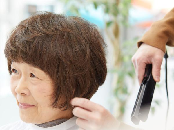 サイドの髪に動きをプラス