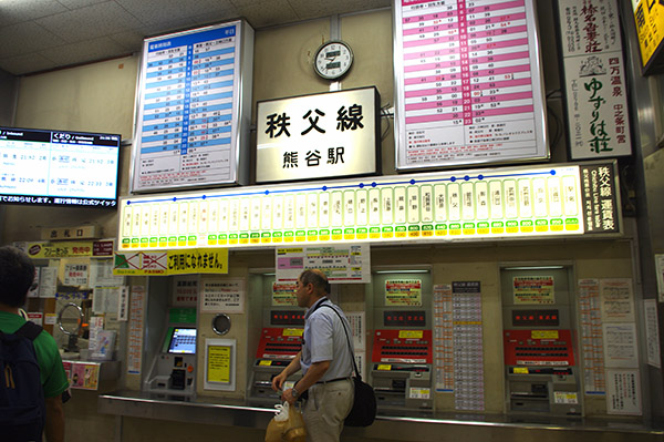 集合場所の熊谷駅改札前きっぷ売り場