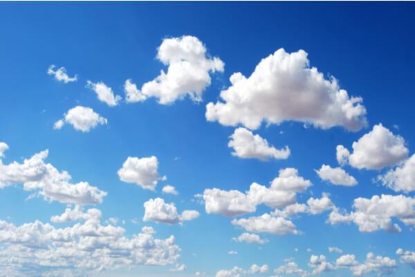 思考は、青空に浮かぶ雲である