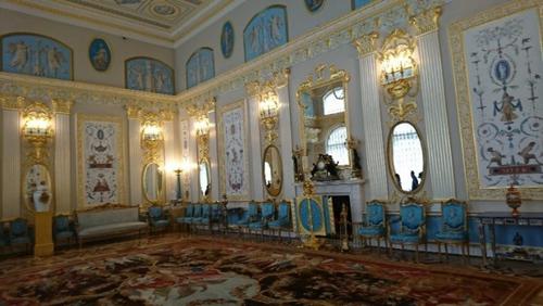 見事な装飾のエカテリーナ宮殿。