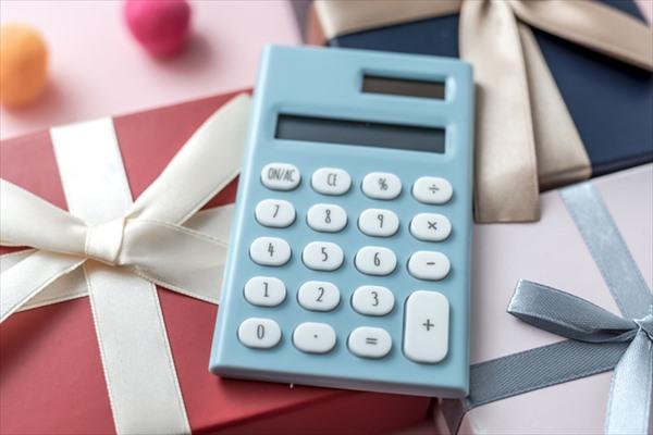 50代女性に贈るプレゼントの予算相場とは?
