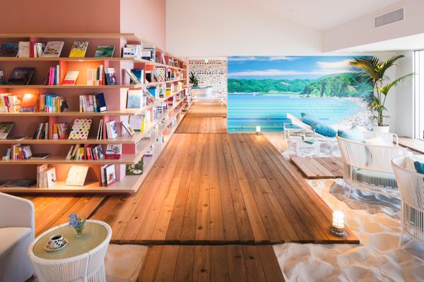 ホテル最上階に空に浮かぶプライベートビーチのような空間が