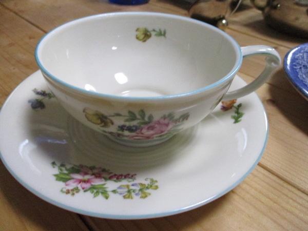 リュックが運んだロマのような古いカップ