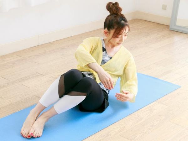 お尻や腰が動いてしまうと効果が半減する