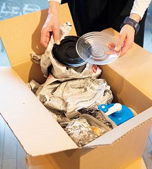 食器も日用品も衣類も一緒に箱に入れて発送するだけ!