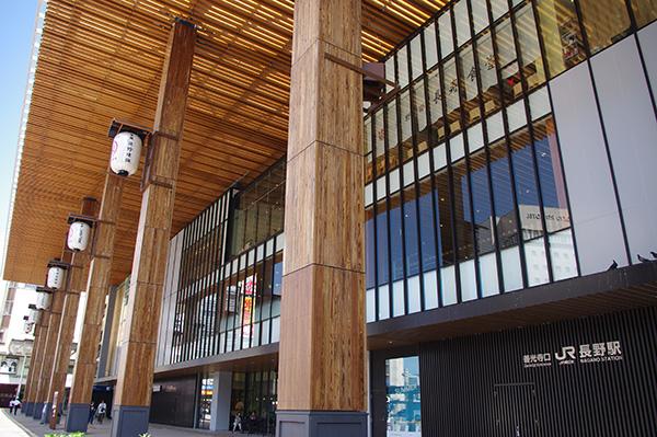 長野駅善光寺口側。2015年の北陸新幹線延伸に伴って建て替えられた