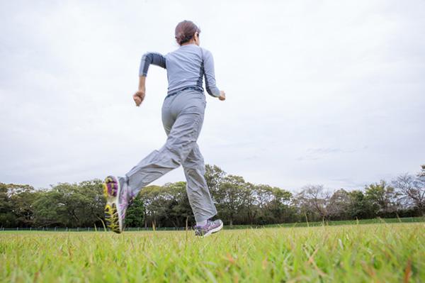 ウォーキングの健康効果を高める歩き方