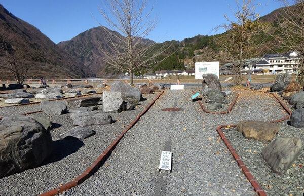 中央構造線博物館 岩石園