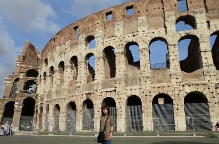 ローマのコロッセオにて