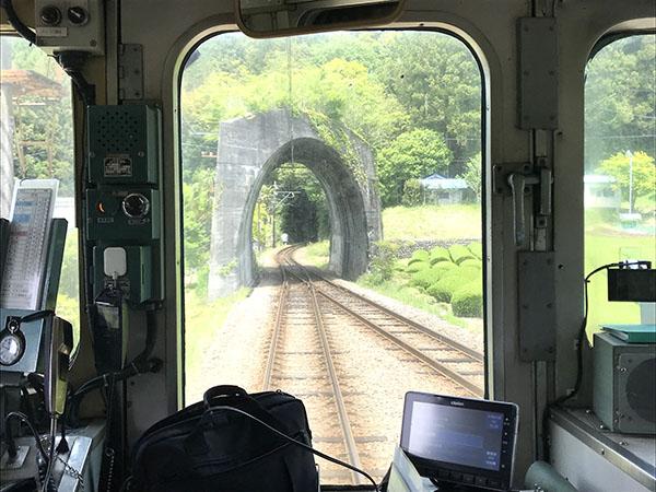 ・あっという間に通り過ぎる、「日本一短いトンネル?」