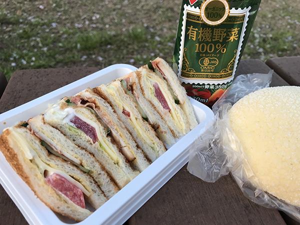 進々堂のターキーサンドイッチとメロンパン
